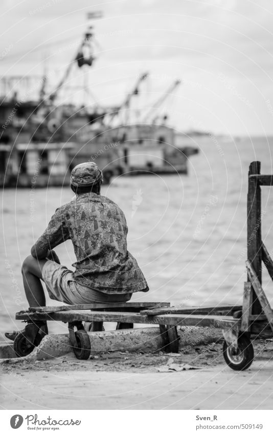 from the seashore to the horizon Man Adults 1 Human being Coast Ocean South China Sea Observe Looking Sit Serene Hope Horizon Break Calm Stagnating