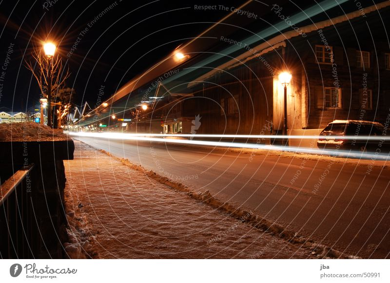 long-term exposure Long exposure Light Mail van Street lighting Sidewalk House (Residential Structure) Wall (barrier) Winter Cold Strip of light Gstaad