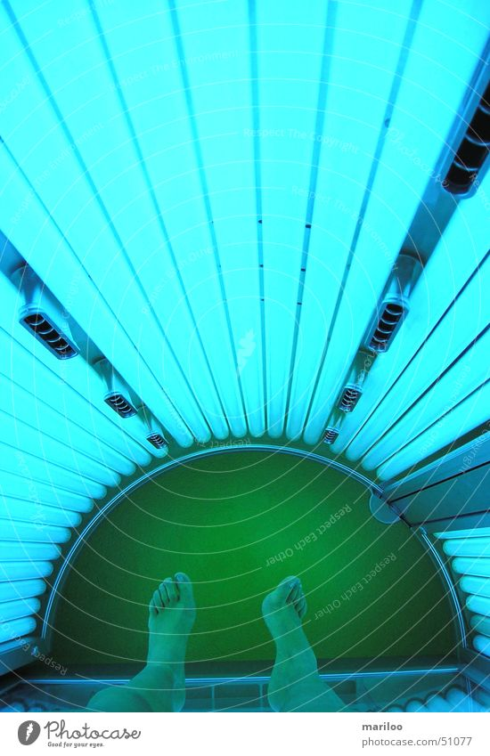 The Solarium Tanning bed Sunbathing Sunlight Brown Light Summer Turquoise Green Wellness Relaxation Woman Artificial light Neon light Cosmetics Skin color