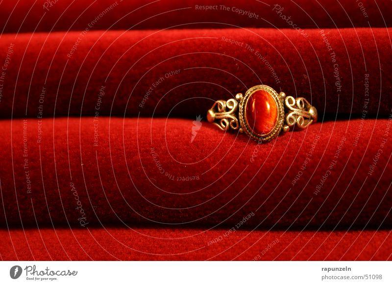 Red Gold Gift Circle Romance Kitsch Wrinkles Luxury Jewellery Ring Noble Progress Velvet
