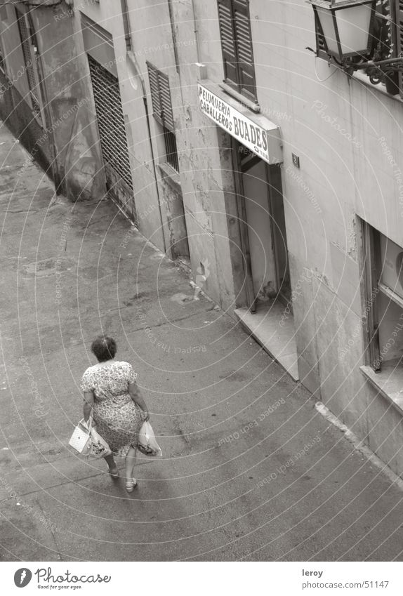 Shopping in the alleys of Palma Palma de Majorca Alley Bird's-eye view Loneliness Poverty outside shot with tele lens