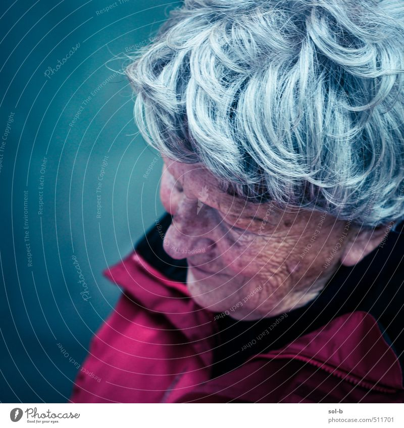 grandmother Human being Woman Old Relaxation Cold Life Feminine Senior citizen Sadness Think Time Dream Contentment Living or residing Gloomy 60 years and older