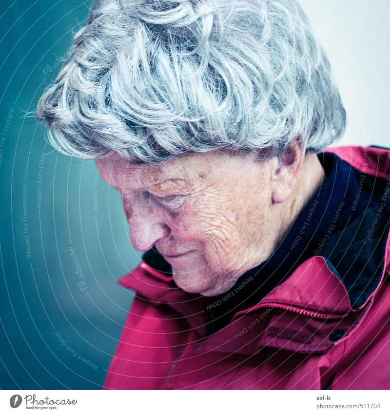 1935 Human being Woman Old Relaxation Cold Life Sadness Feminine Senior citizen Think Contentment 60 years and older Grief Female senior Wrinkle Concentrate