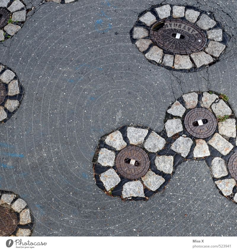 Street Lanes & trails Gray Stone Traffic infrastructure Pavement Gully Flowery pattern Drainage system Gas pipe