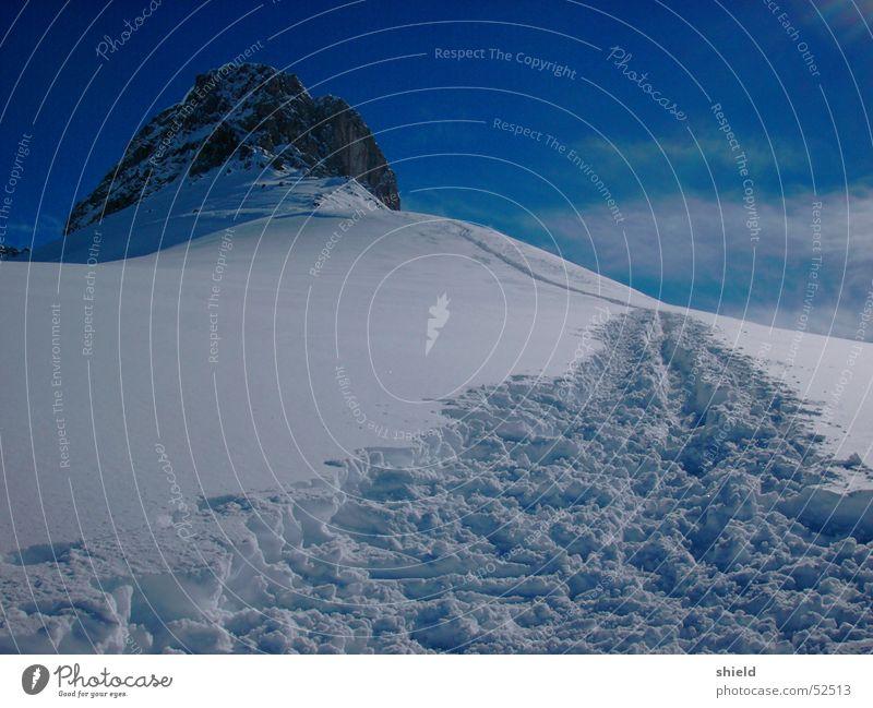 the narrow degree Snow track Snow hiking Mountain