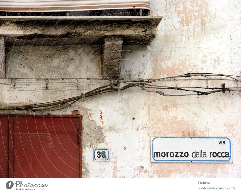 House (Residential Structure) Street Building Flat (apartment) Door Facade Cable Italy Gate Derelict Balcony 30 Plaster Digits and numbers Alley House number