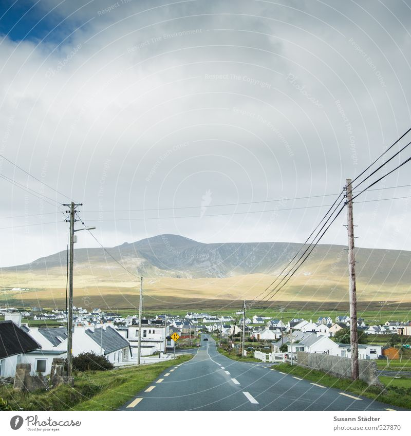 Ireland Village Fishing village Small Town Skyline House (Residential Structure) Building Traffic infrastructure Street Lanes & trails Life Electricity pylon
