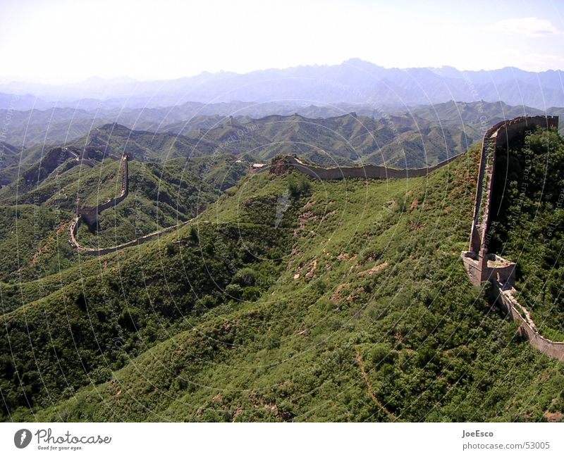 chinese wall Far-off places Mountain Forest Wall (barrier) Wall (building) Large China Great wall Vantage point Border Far East Asia wonder of the world