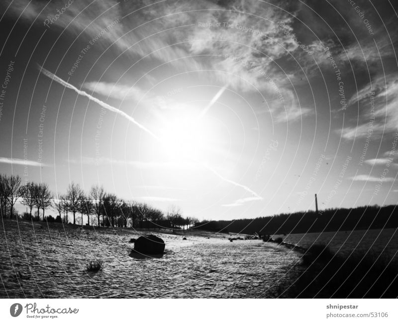 Winter sun in LE Leipzig Cold Golden section Relaxation East Kulkwitzer Lake Serene Think Breathe To enjoy Snow Water Stone Black & white photo le