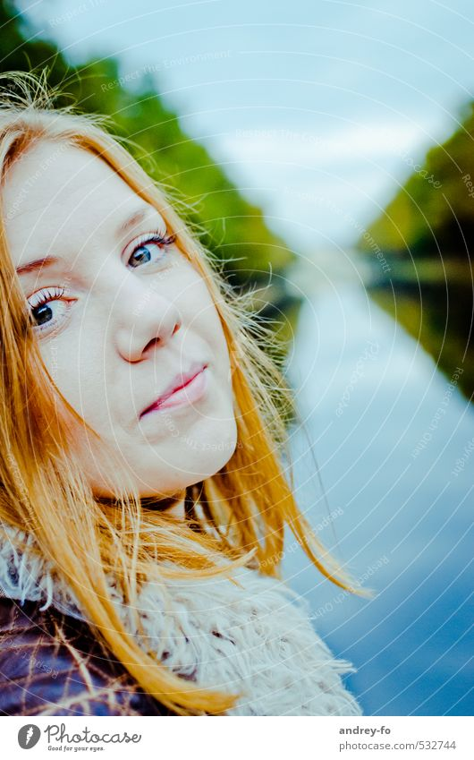 portrait Feminine Young woman Youth (Young adults) Woman Adults Life Face 1 Human being 13 - 18 years Child 18 - 30 years Hair and hairstyles Red-haired Looking