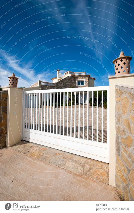 Sky Vacation & Travel Blue White Summer House (Residential Structure) Warmth Wall (building) Wall (barrier) Lamp Facade Beautiful weather Closed Esthetic Safety