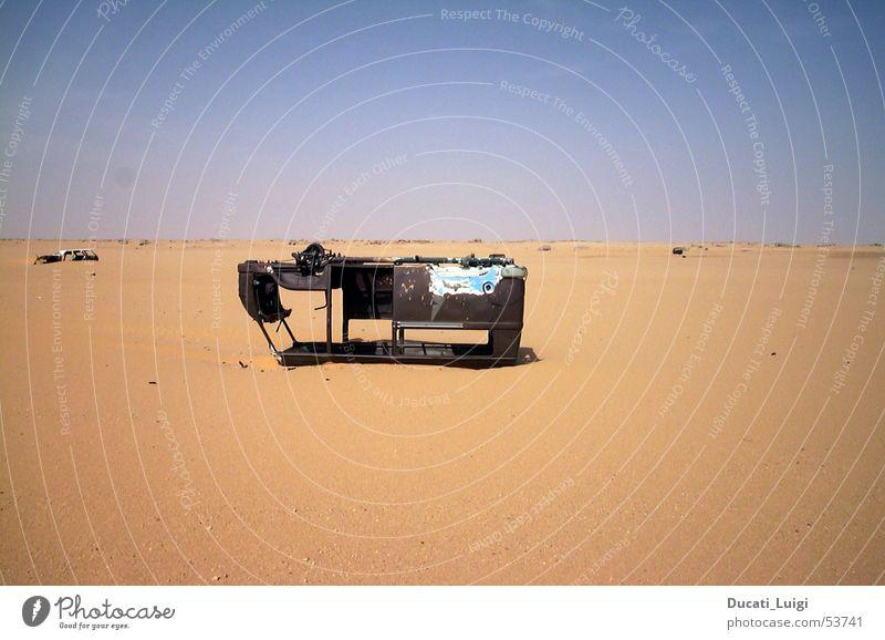 no way out Niger Gasoline shortage Breakdown Scrap metal Desert Sahara Ténéré desert algaria Ski run sandy runway Wreck Bus End