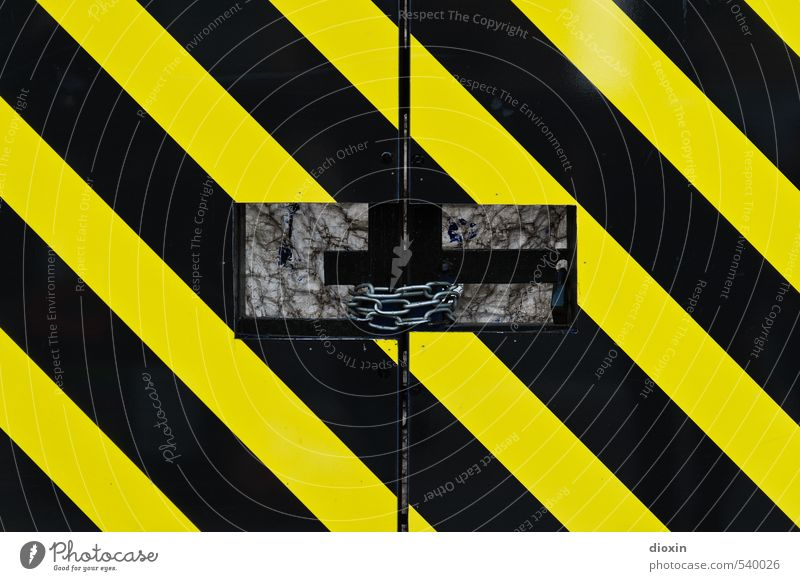 ¡No pasarán! Construction site Gate Chain Chain link Metal Signage Warning sign Stripe Firm Town Yellow Black Protection Attachment Closed Flashy Warning colour
