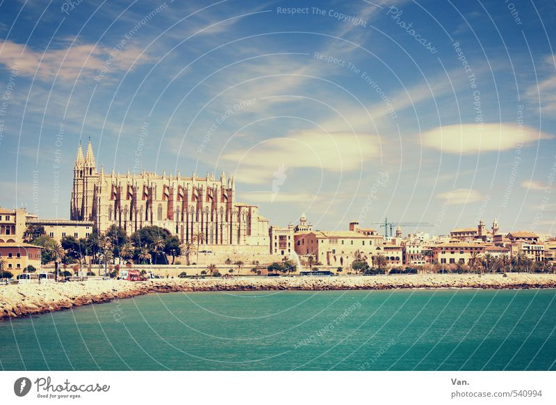 La Seu Vacation & Travel Tourism Sightseeing Summer vacation Water Sky Clouds Coast Bay Ocean Palma de Majorca Town Capital city House (Residential Structure)