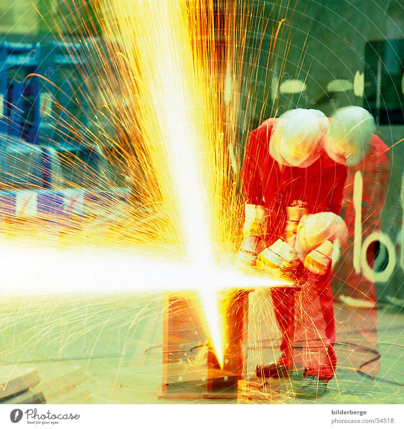 flex fire Steel processing Grinding (constr.) Angle grinder Red Helmet Work and employment Long exposure Yellow Welding Professional life Industry Scrap metal