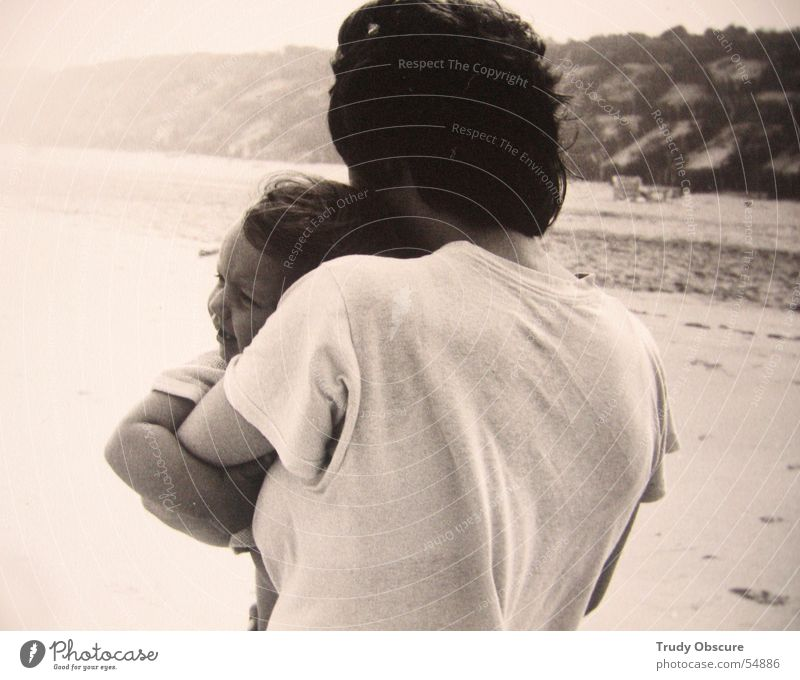 Woman Child Sky Hand White Ocean Beach Face Black Hair and hairstyles Sand Horizon Baby Arm Family & Relations Parents
