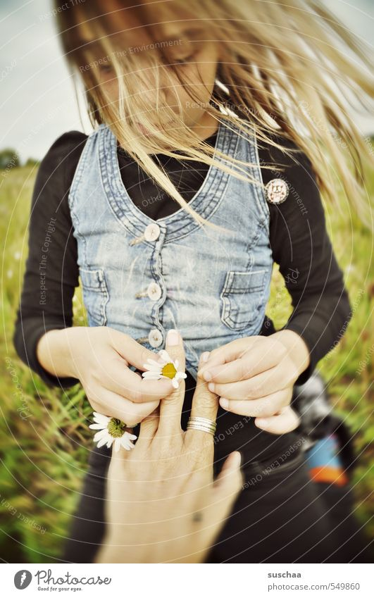 Ring of flower Child Girl Infancy Hair and hairstyles Face Arm Hand Fingers Family & Relations 8 - 13 years Environment Nature Sky Summer Climate Wind Grass