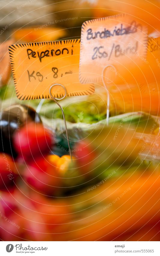 pepperoni or paprika Food Vegetable Fruit Organic produce Vegetarian diet Diet Natural Orange Markets Market stall Chili Price tag Economy Colour photo