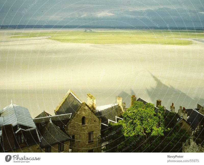Mont St. Michel Far-off places Futurism Ocean Coast Comforting Shadow Village Americas Medieval times Calm Relaxation yashica Sadness