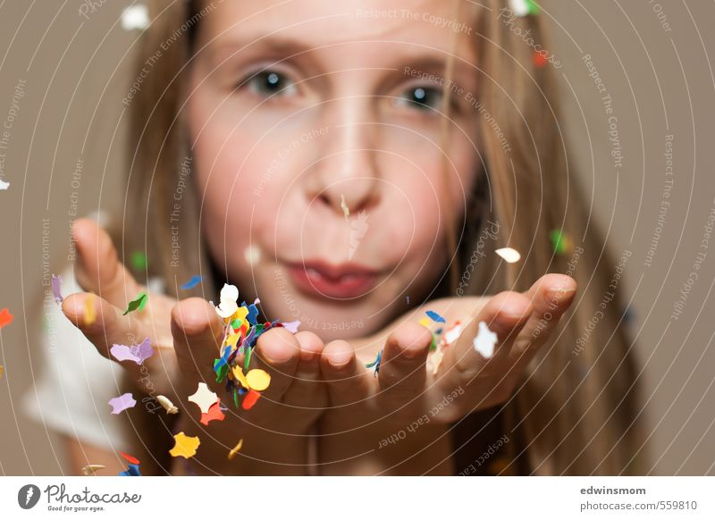 Human being Child Beautiful Hand Girl Joy Face Feminine Playing Happy Feasts & Celebrations Natural Leisure and hobbies Blonde Infancy Illuminate