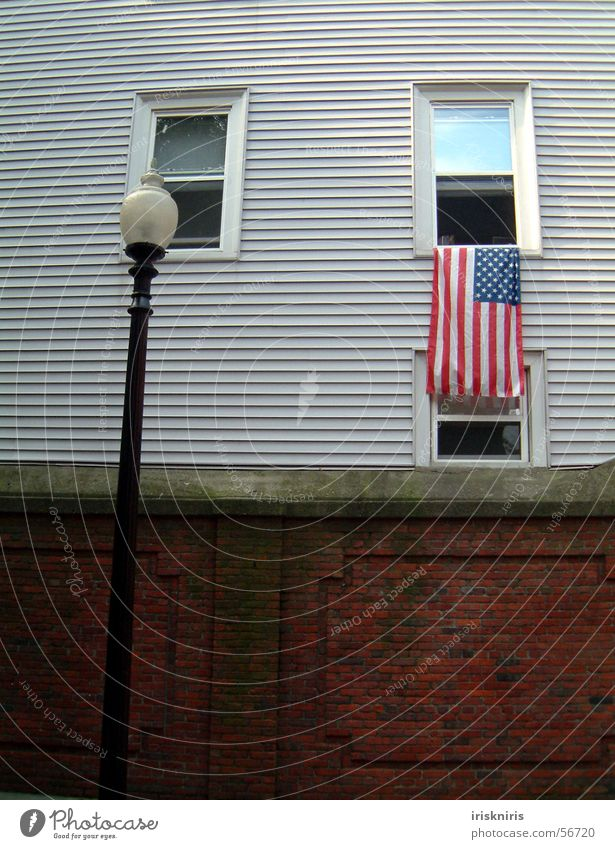 flag culture Boston New England Patriotism Wooden house Window Wall (barrier) Lantern Flag Americas Street lighting Exterior shot USA Historic state mentality