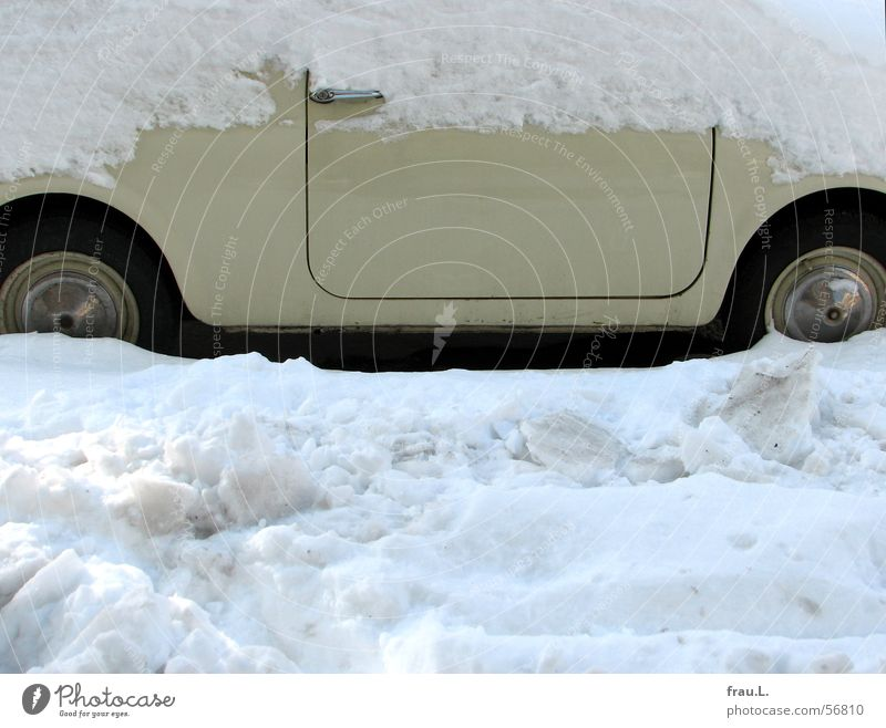 Fiat in the snow Small Door handle Beige Winter Car Transport Old Street Snow Wheel Sidewalk