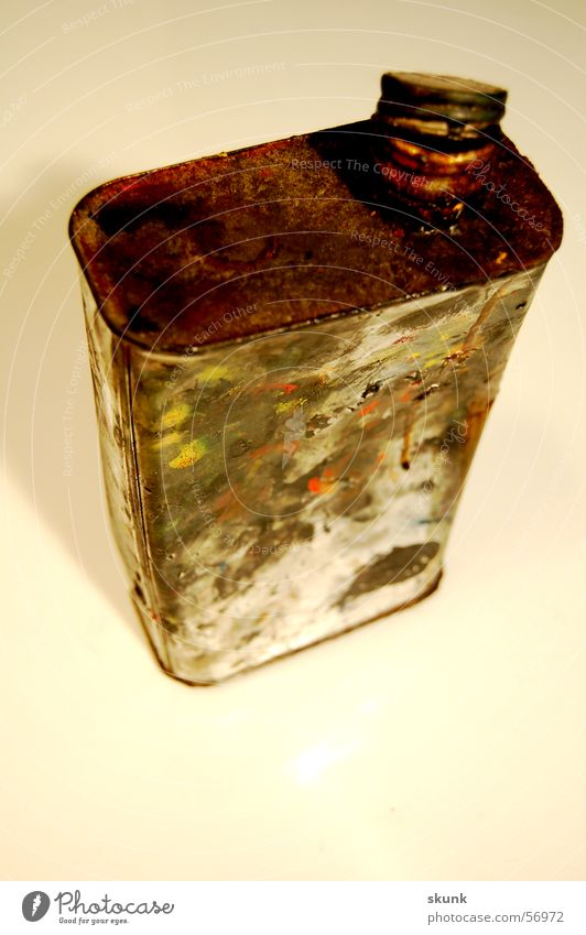 Dirty Open Rust Tin Gully Containers and vessels Fingerprint Closure