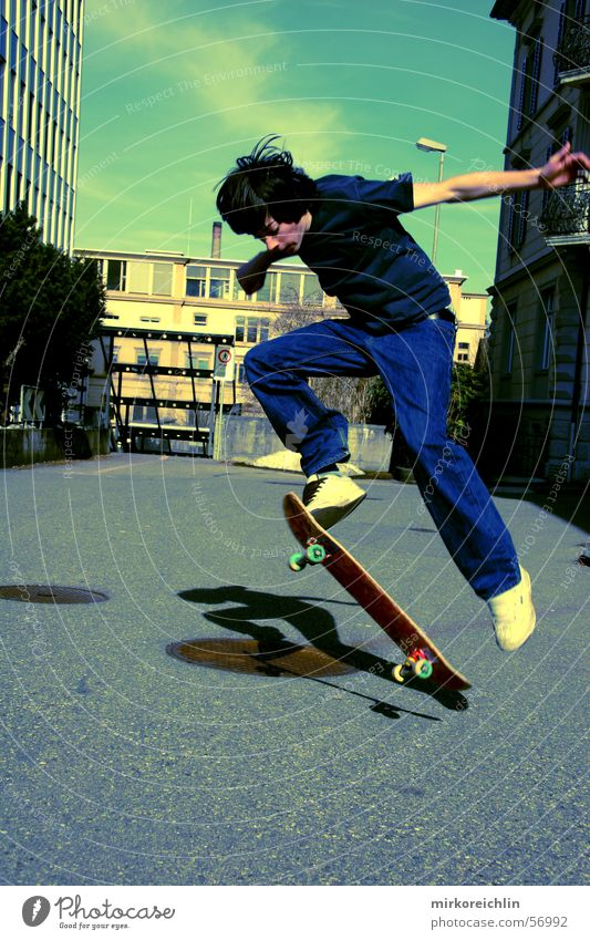 Sky Youth (Young adults) Man Green Style Jump Skateboarding Freestyle Trick jump Air