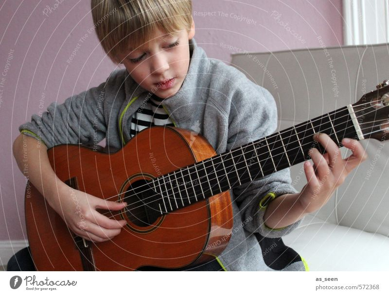 The boy with the guitar Masculine Boy (child) 1 Human being 3 - 8 years Child Infancy Music Musician Guitar Blonde Wood Touch Listening Make Authentic Brown