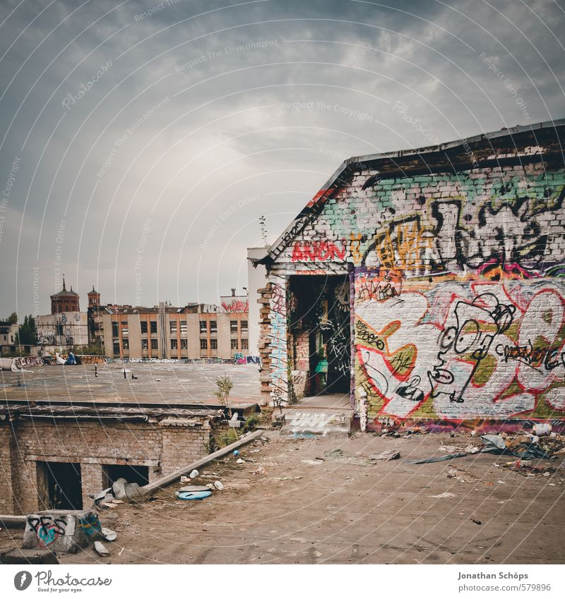 Old City House (Residential Structure) Graffiti Building Architecture Berlin City life Roof Tower Culture Derelict Factory Manmade structures Skyline Chaos