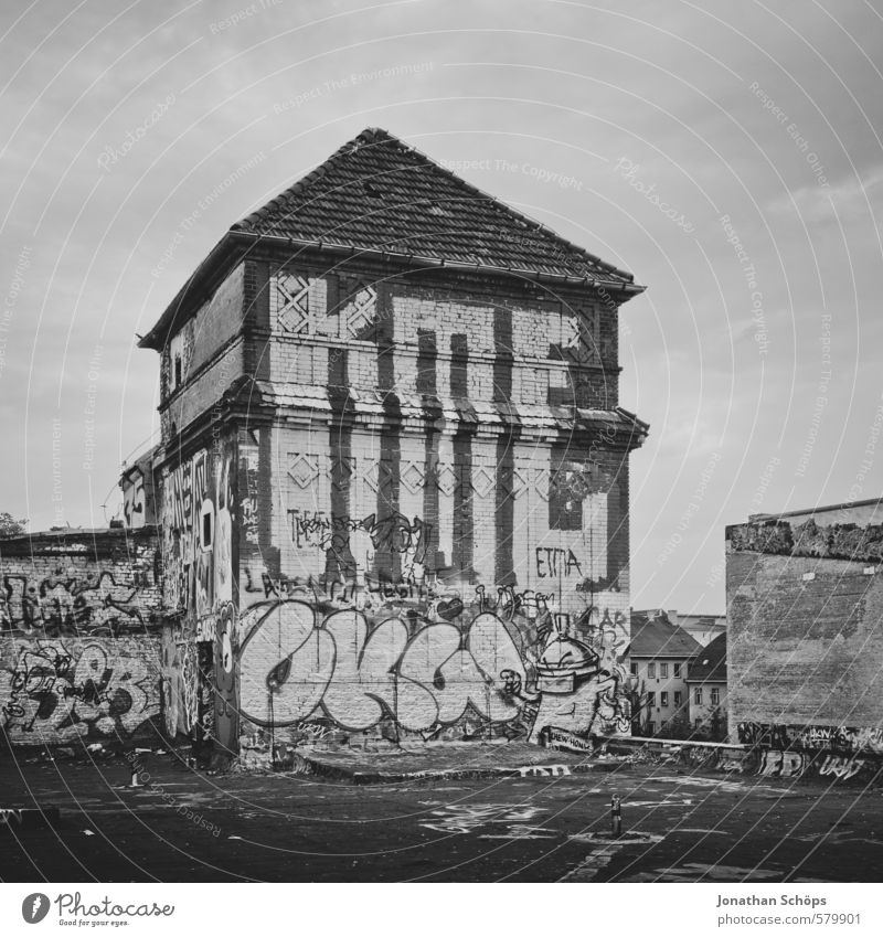 Old City House (Residential Structure) Graffiti Building Architecture Berlin City life Roof Tower Culture Derelict Factory Manmade structures Chaos Ruin