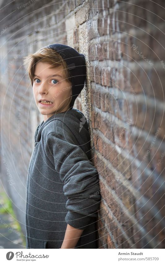 Portrait of a teenager pressed against a wall with a frightened expression Fear Youth (Young adults) Lifestyle Human being Masculine 1 8 - 13 years Child