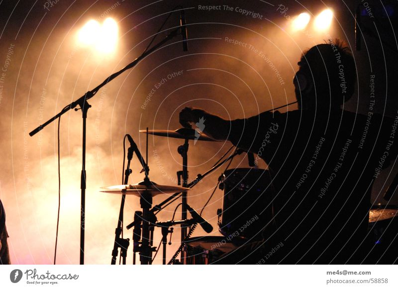 Man Joy Loneliness Moody Music Art Feasts & Celebrations Back Fog Cable Culture String Concert Rock music Stage Audience