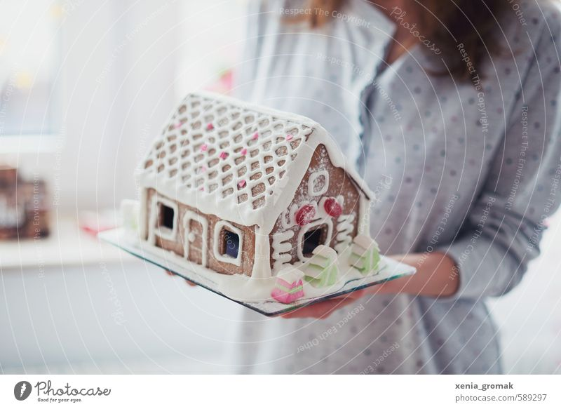 KITCHEN-LIVING HOUSE Food Joy Happy Leisure and hobbies Playing Feasts & Celebrations Human being Feminine Build Delicious Beautiful White Emotions Moody