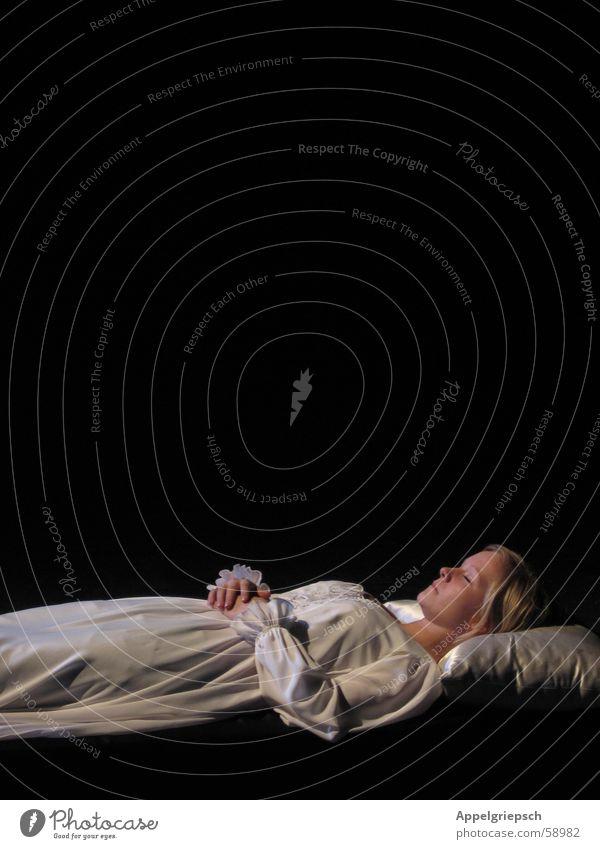 final scene Woman White Black Night dress Sleep Cushion Blonde Stage play romeo u julia Death Human being Loneliness Romeo and Juliet Pillow