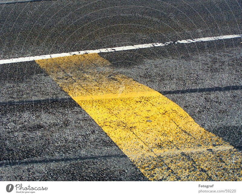 Streetwalk. Asphalt Yellow Driving Stripe White Gray Wet Dry Geometry Regulation Floor covering Contrast Painting (action, work) Draw serve Perspective Lamp