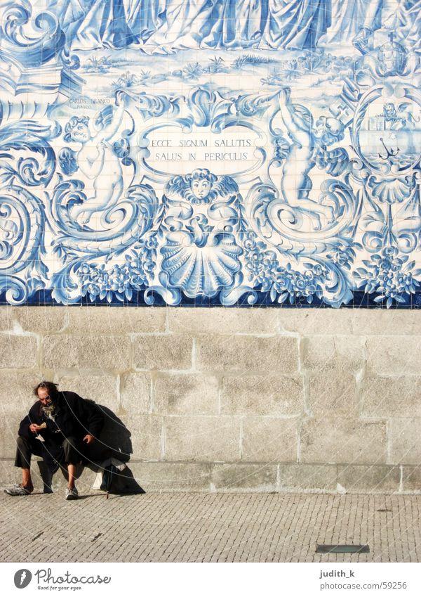 ecce signum salutis Dwarf Blue-white Portugal Netherlands Sidewalk Panhandler Tramp Wall (building) Facade Goblin Pavement Dog Shadowy existence Transience
