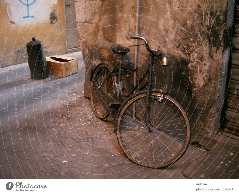 Old Bicycle Italy Forget Alley Feces Bird droppings