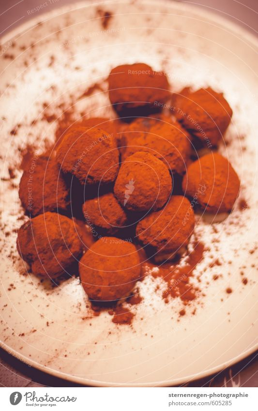 Chocolate truffle disorder. Food Dessert Candy Nutrition To have a coffee Finger food Plate Lifestyle Contentment Senses Kitchen Restaurant Eating Sweet Many
