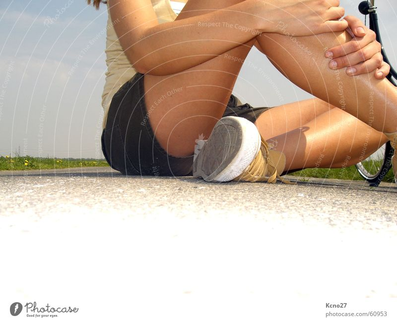 Just relax! Summer Field Chucks Sit Cross Legged Body Legs Arm Sky