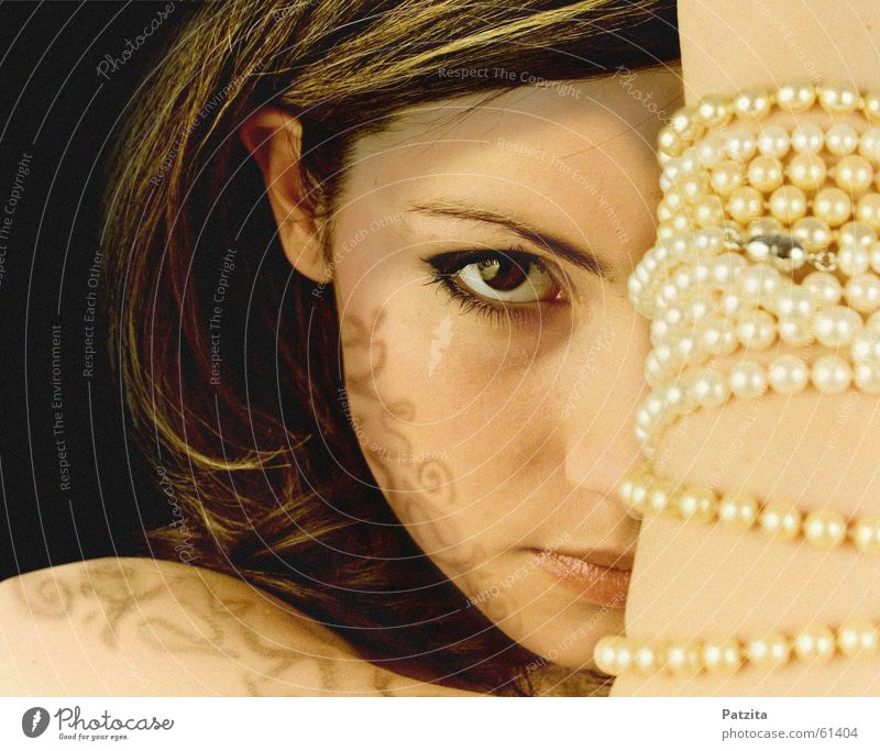 Woman Human being Hand Black Face Eyes Feminine Brown Mouth Jewellery Pearl Strand of hair Bodypainting Pearl necklace Henna painting Art