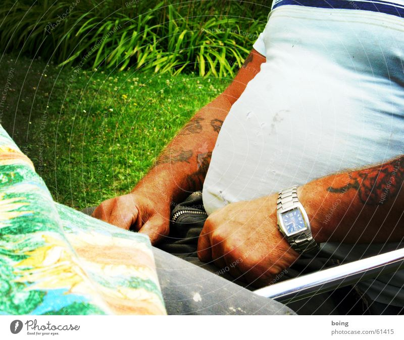 Man Sit T-shirt Tattoo Clock Bodybuilder Wristwatch