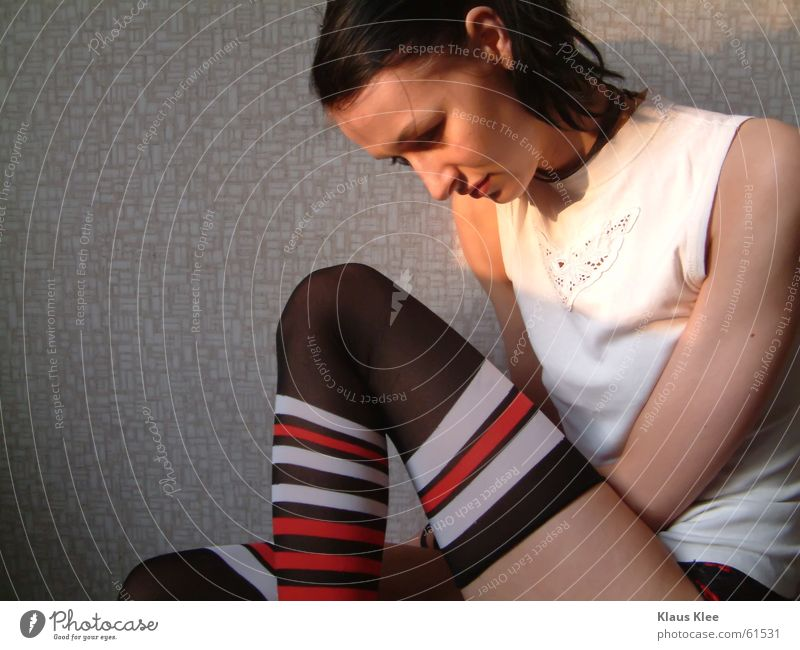 White Red Face Calm Loneliness Cold Sadness Warmth Legs Arm Grief Circle T-shirt Physics Stripe Wallpaper