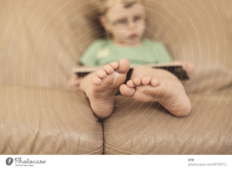 footnote Child Boy (child) Feet Sole of the foot Toes 1 Human being 3 - 8 years Infancy Brown Reading Book Concentrate Barefoot Sofa Leather Wrinkle