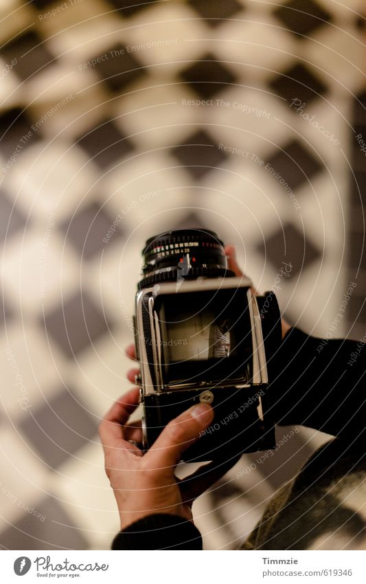 Hasselblad view Style Leisure and hobbies Chess Living or residing Interior design Camera Art Media Observe Old Esthetic Black Watchfulness Subdued colour