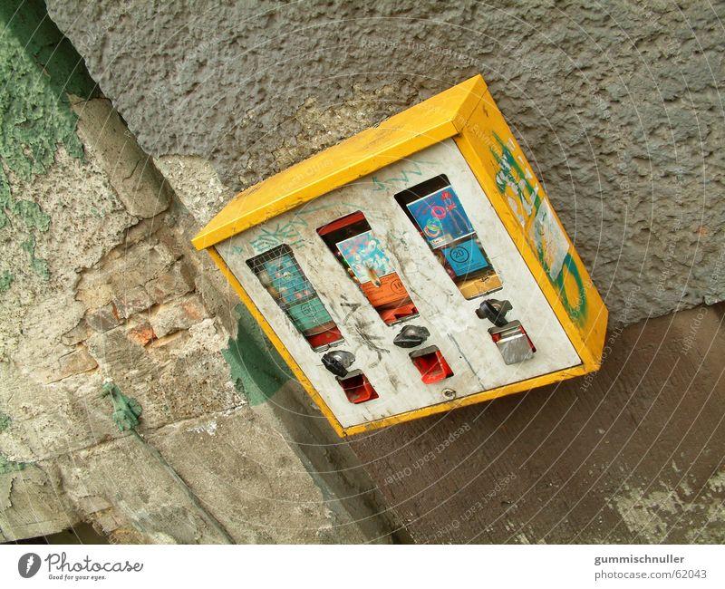 chewing gum dispenser Chewing gum Gumball machine Wall (building) Facade Exterior shot street material