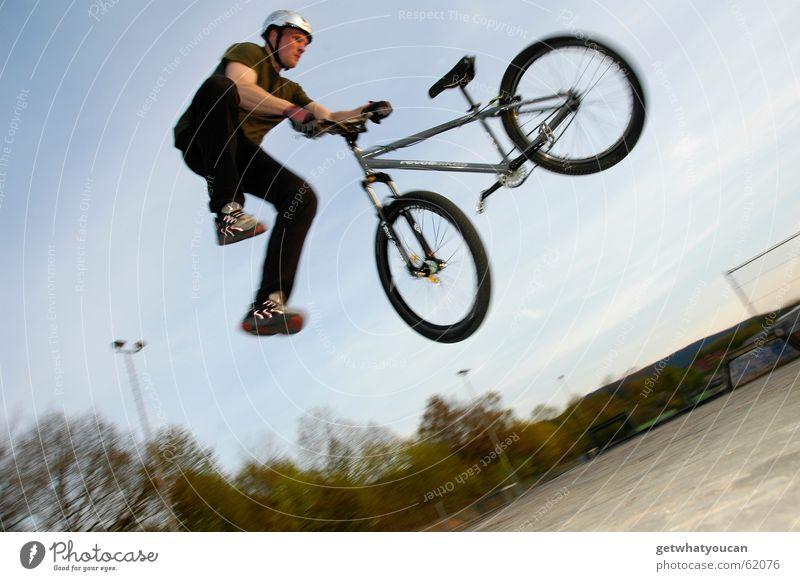 Man Nature Jump Wood Bicycle Aviation Dangerous Threat Pain Brave Mountain bike Trick Ramp Sports ground