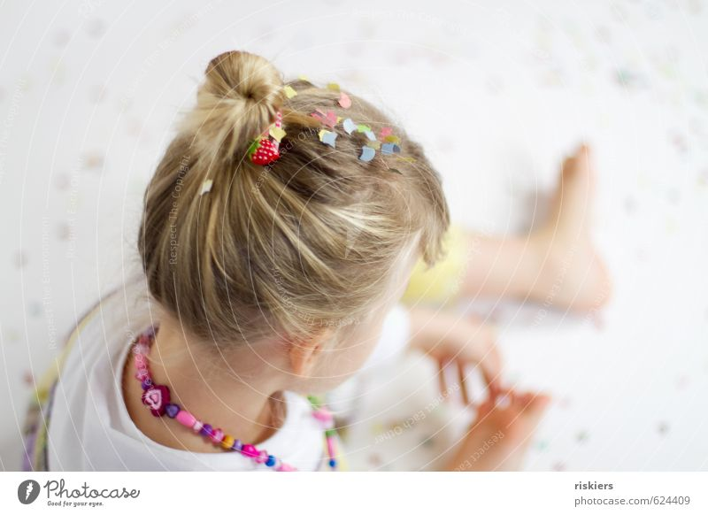 Human being Child Girl Joy Life Feminine Playing Happy Natural Feasts & Celebrations Dream Party Contentment Infancy Birthday Fresh