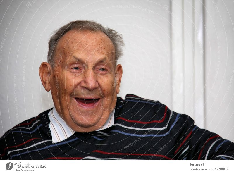 Human being Man Old Joy Face Senior citizen Laughter Happy Masculine Contentment 60 years and older Happiness Friendliness Joie de vivre (Vitality) Male senior Shirt