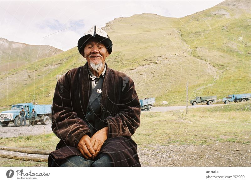 Human being Man Old Calm Mountain Asia Serene Border Facial hair Tradition Male senior Costume Asians Indigenous Kyrgyzstan Tajikistan